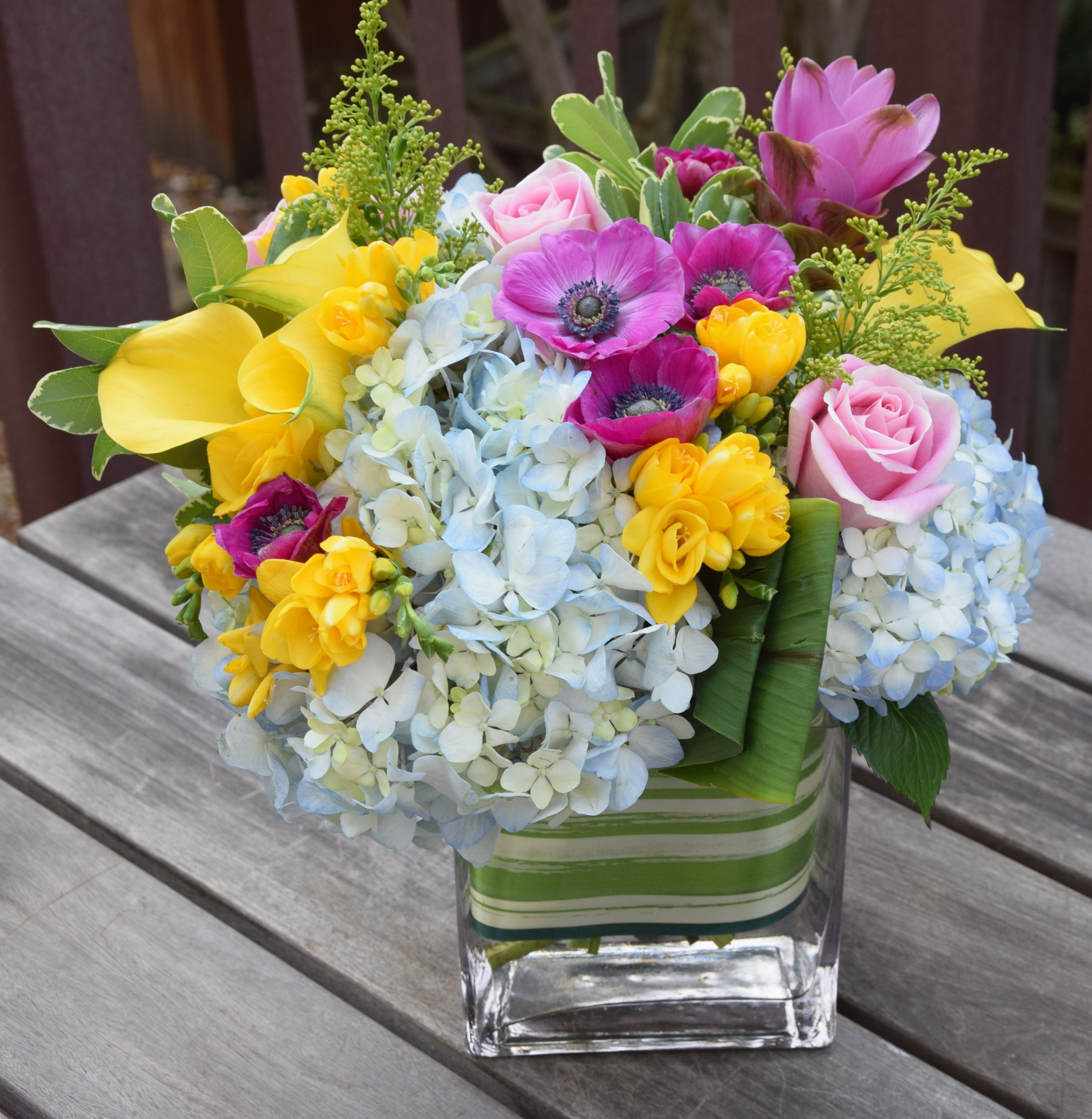 Flower Arrangement In A Vase Cheer Me Up Style Fresh Flowers Arrangements Flower Arrangements Flowers Bouquet