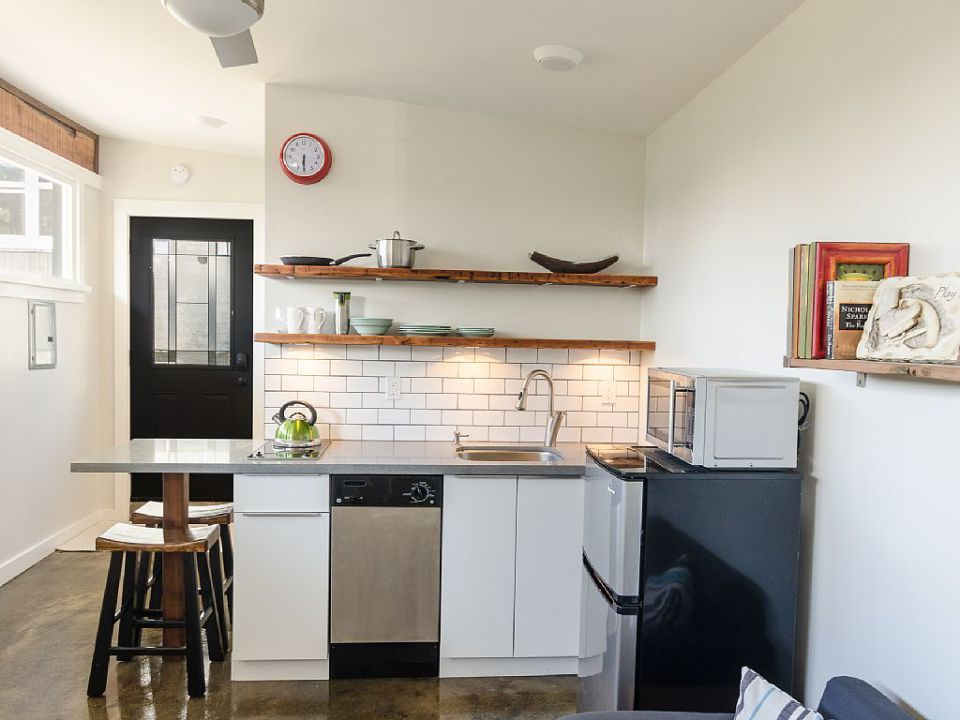 Tiny House For Sale In Vancouver Must Be Moved Tiny House Interior Modern Tiny House Tiny House Cabin