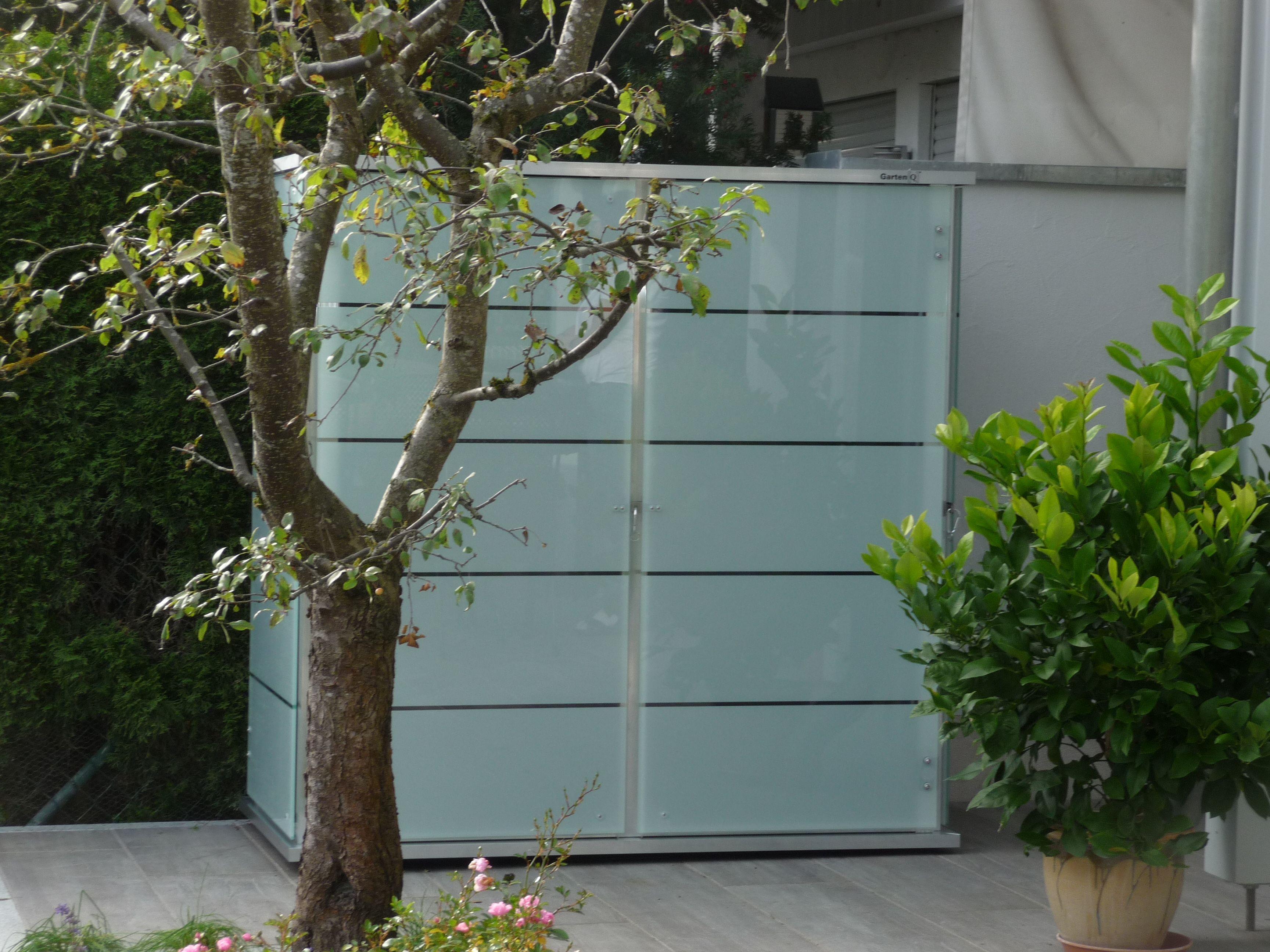 Outdoor Schrank Aus Glas Fur Hohe Anspruche In Punkto Design Funktionalitat Und Langlebigkeit Gartenschrank Gartengerateschrank Garten