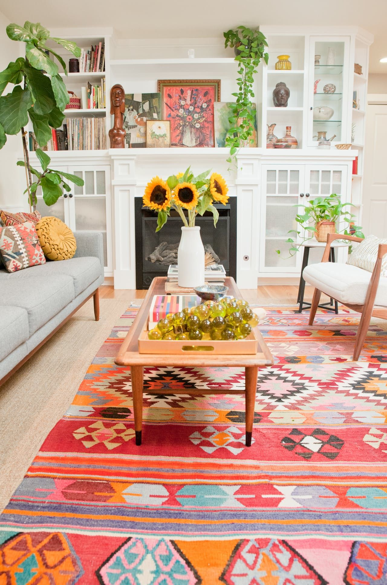 A Cheery, Patterned Oasis in California  Retro living rooms