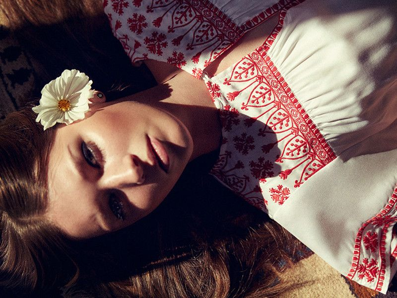 Hippie-Kleider für den Frühling: Die schönsten Modelle sind am Kragen bestickt!