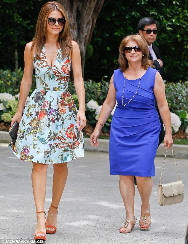 Double Act Maria Menounos Arrived At Her Pal S Baby Shower With Mother Litsa