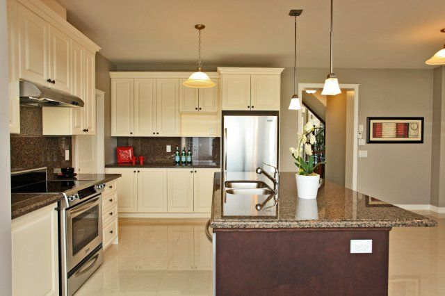 Beautiful modern kitchen - Oakville, ON (With images ...