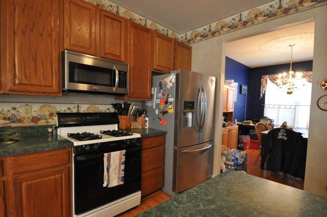 2511 Brigham Ct Waldorf Md 20603 Kitchen Cabinets Kitchen Island Kitchen