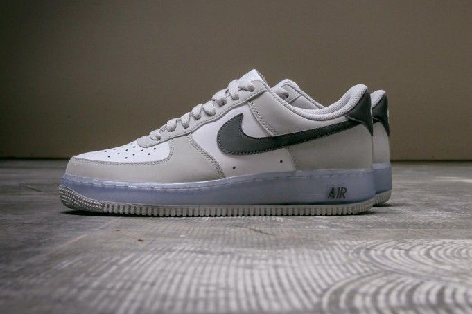 "taille 40 b471a 47c8f Nike Air Force 1 Low ""Translucent Midsole"" 