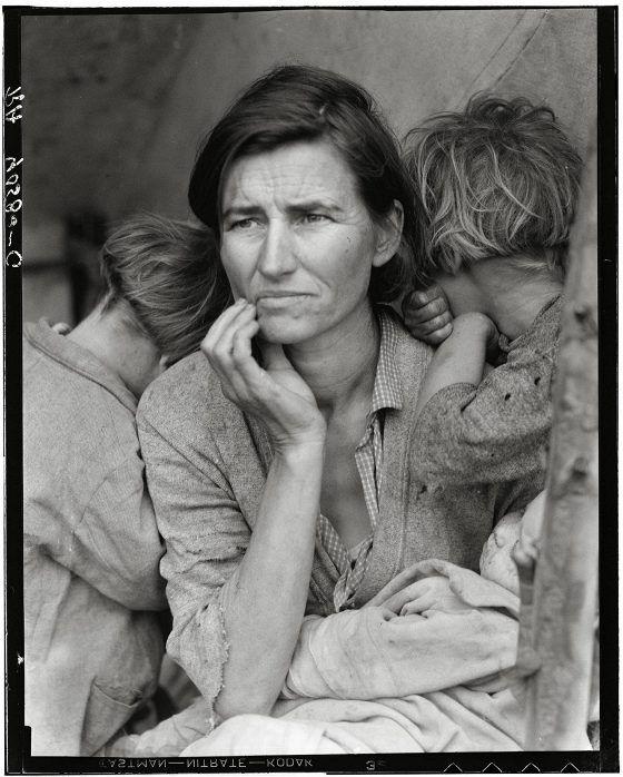 Dorothea Langen tunnetuin kuva on Siirtolaisäiti (Migrant mother) vuodelta 1936.