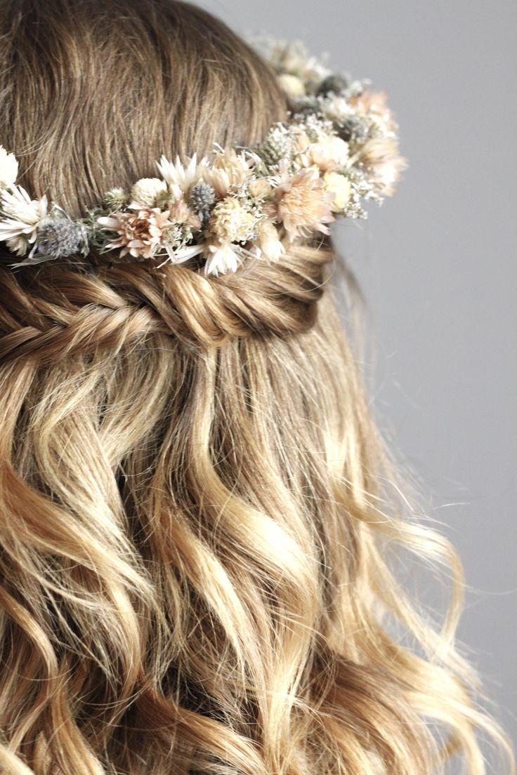 Cola de pez y corona de flores secas ♥ Me encanta – peinados de mujer
