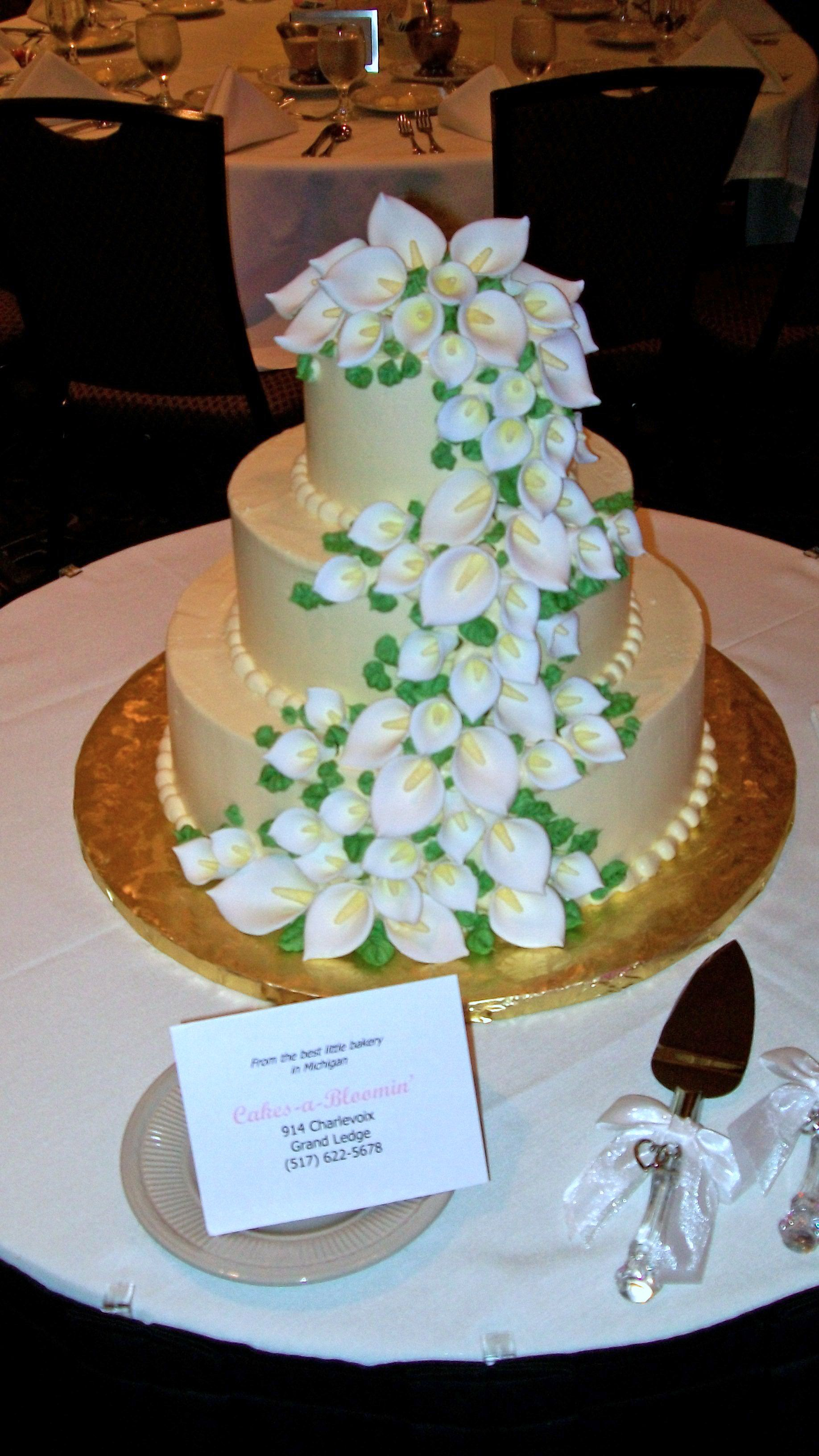 Lily Wedding Cake By Cakes A Bloomin Crowne Plaza Lansing West