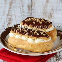 Chocolate eclair with vanilla cream