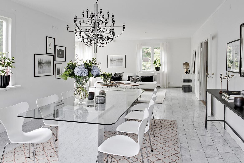 дизайн частного дома в белом цвете фото заметил