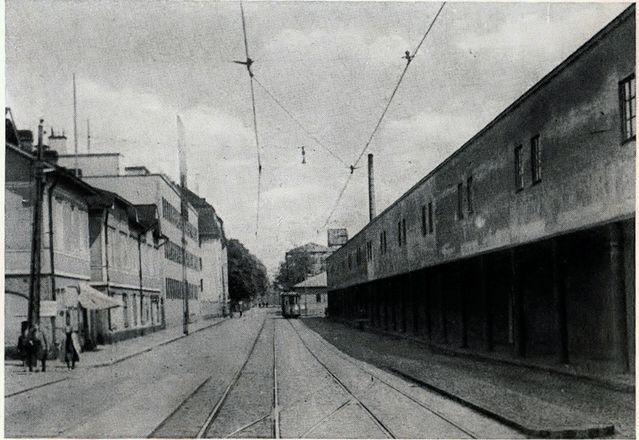 Linnankatu  Linnankadun ja Pakkarinkadun kulma 1940-luvun lopulla. Köysitehdas.