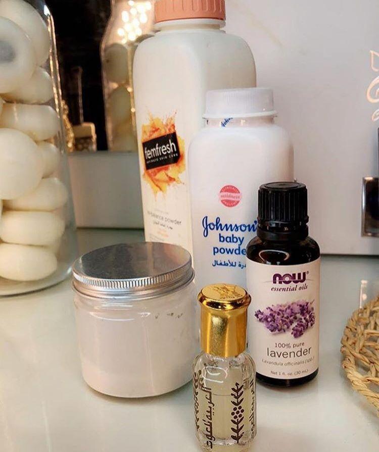 بلوقر افنانيتا On Instagram بودره معطره للجسم او للقدم تخلي جسمك ريحته تجنننننننن طول اليوم غير كذا Pure Products Shampoo Bottle Essential Oils
