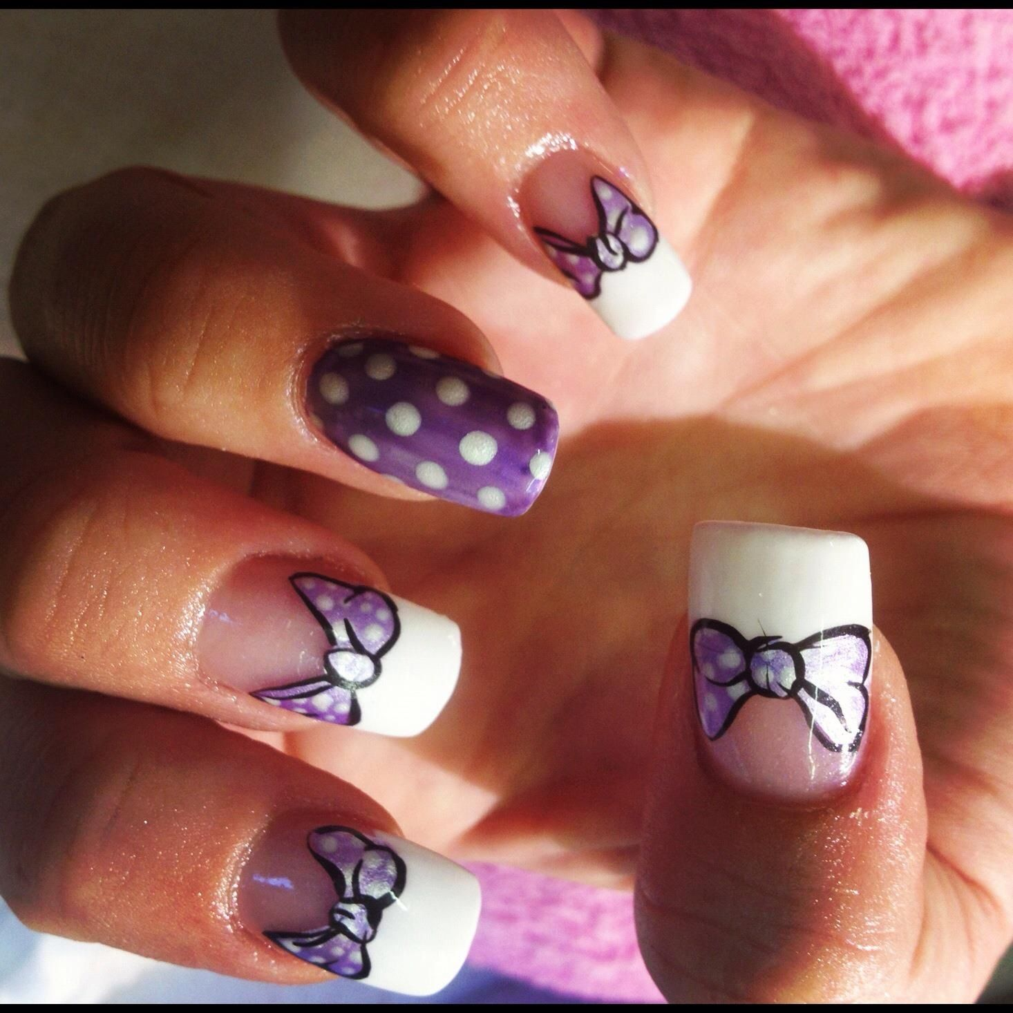 Bows inspired by Disney\'s Daisy Duck! Hand painted nail art, great ...