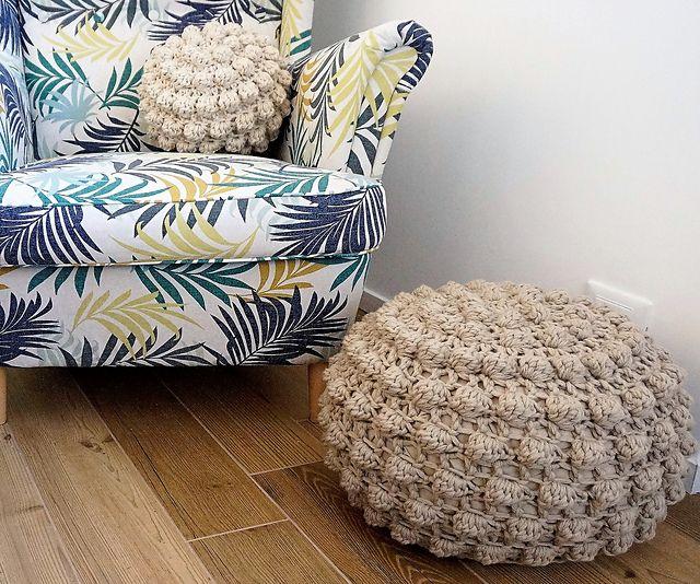Magic Bobbles Pouf pattern by Tatiana Zuccalà