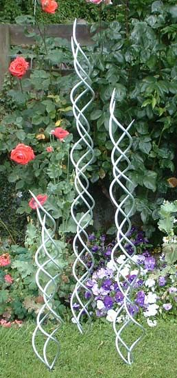 Scribbles in space, metal garden sculpture by Iron Vein steel sculpture and creative metalwork www.ironvein.co.uk