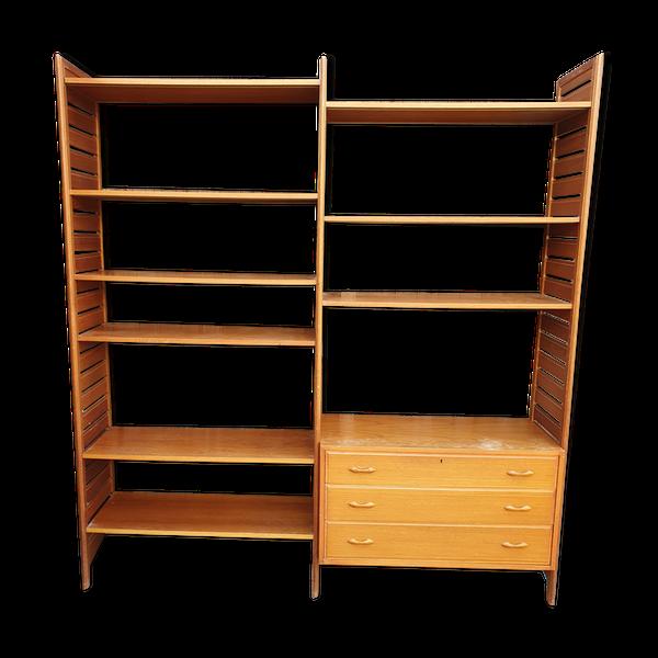 Bibliotheque modulaire ladderax avec caisson 3 tiroirs et 9 etageres.Le caisson peut être placé ou l on veut tout comme les etageres.Largeur totale 184, 5 hauteur 200 profondeur 37 pour les etageres et 41 pour le caisson.Plus de photos dispos si necessaire.
