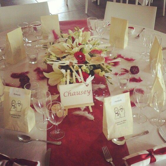 decoration table mariage ivoire et bordeaux