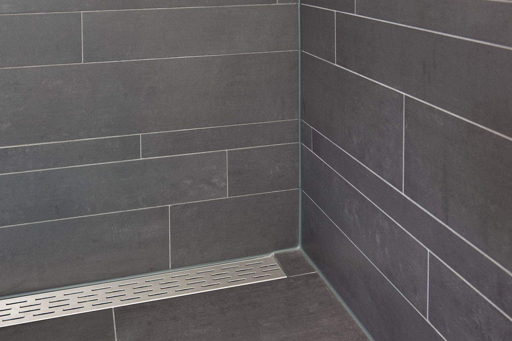 In deze kleine ruimte is door de effici nte badkamer inrichting een groots effect gecre erd - Tegel patroon badkamer ...