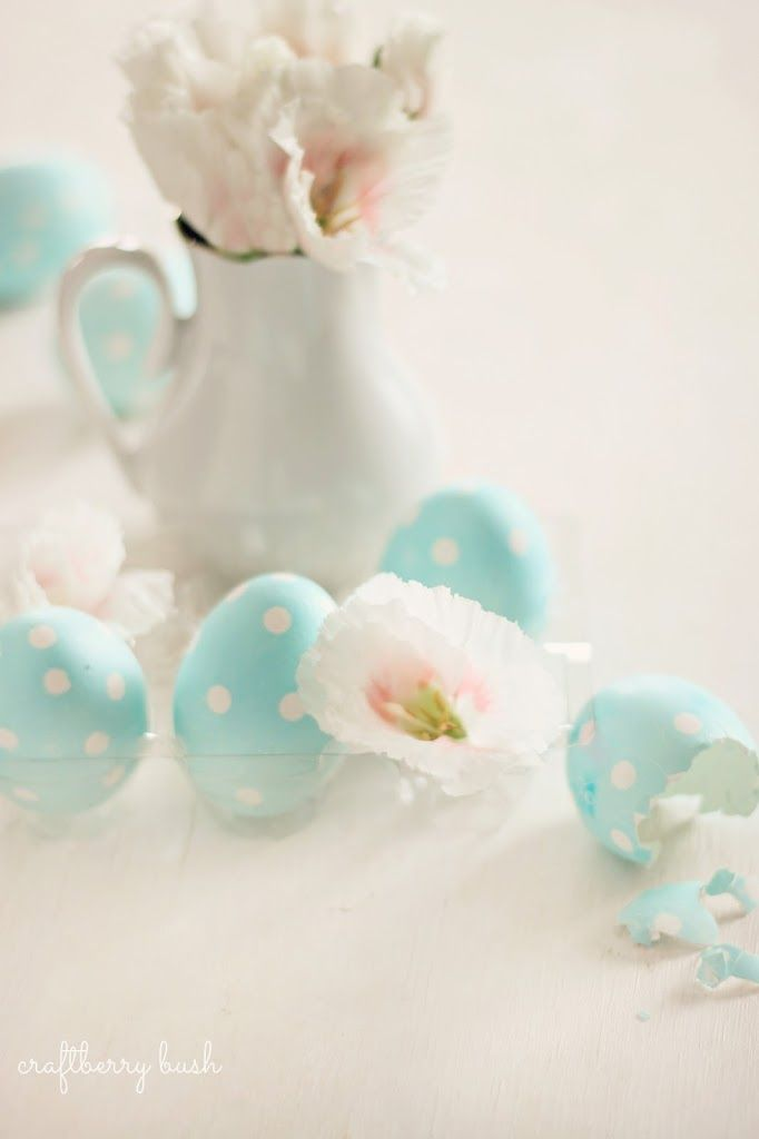 The calendar says Spring has begun, yet the cold winds and falling snow outside suggest otherwise.  Such is life.One plans yet God decides.All in His perfect timing.Simple Easter eggs I had de...