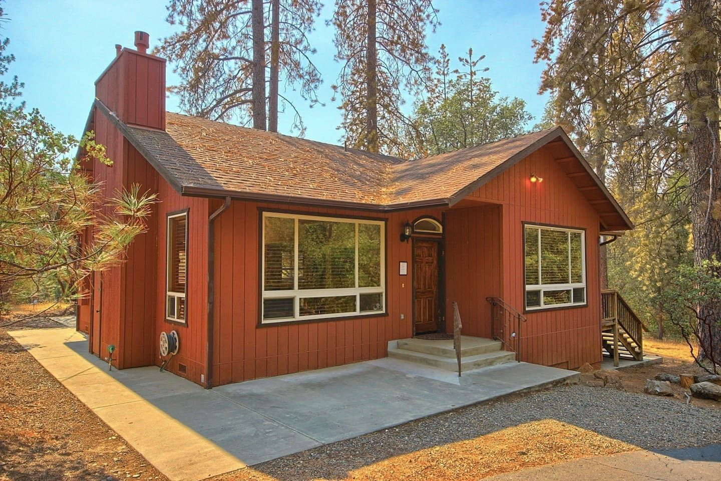 The Country Home At Uli Pines Houses For Rent In Mariposa Renting A House House Country Cabin