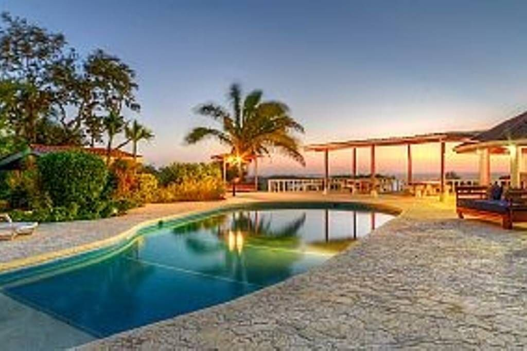 Entire homeapt in playa guiones costa rica a two acre