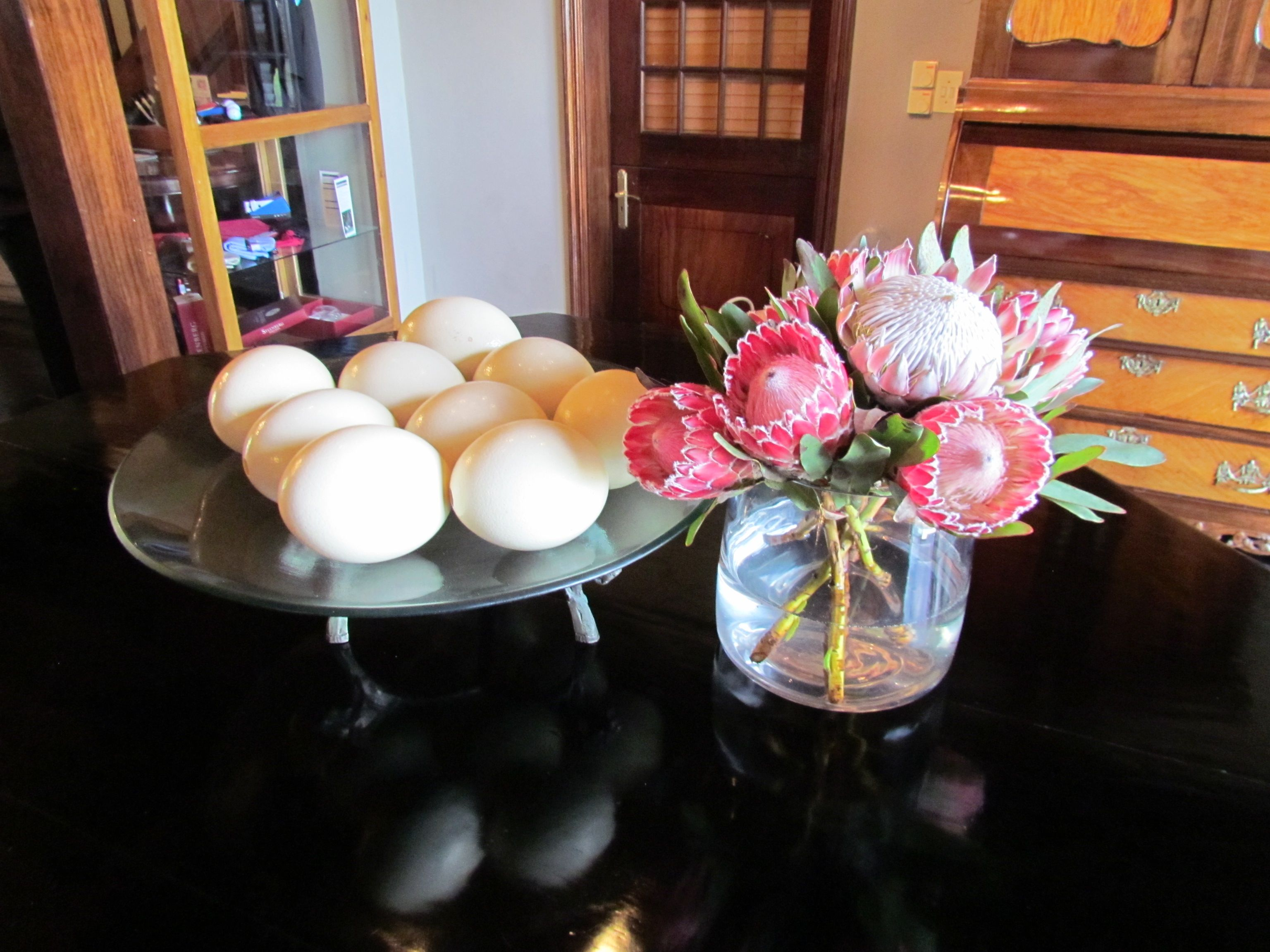 Fresh bowls of proteas and ostrich eggs make a superb South African statement in the lobby