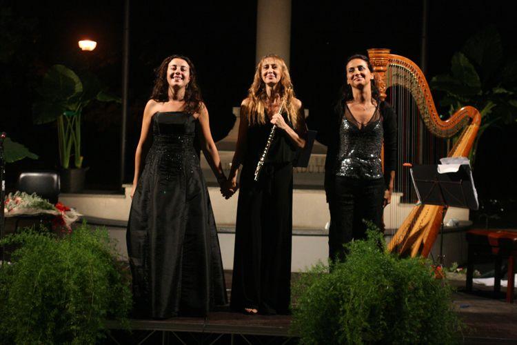 Soprano Opera Singers for Hire | Classical Female Vocalist