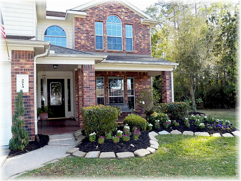 Traditional front porch yard landscaping ideas with ...