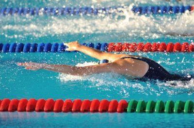 El deporte es la mejor manera de mantener el cuerpo en óptimas condiciones, mejorar su rendimiento y combatir el estrés: la natación es el deporte estrella.