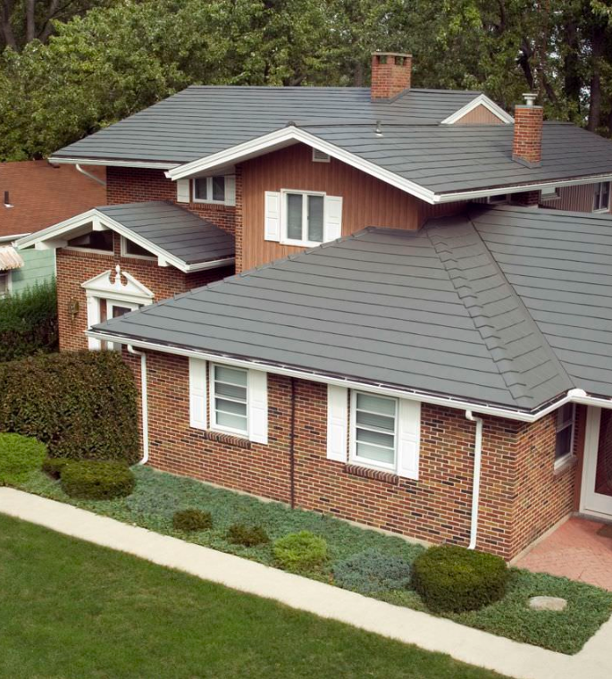 Best Gray Metal Roof On A Brick Home Oxford Aluminum Shingle 400 x 300