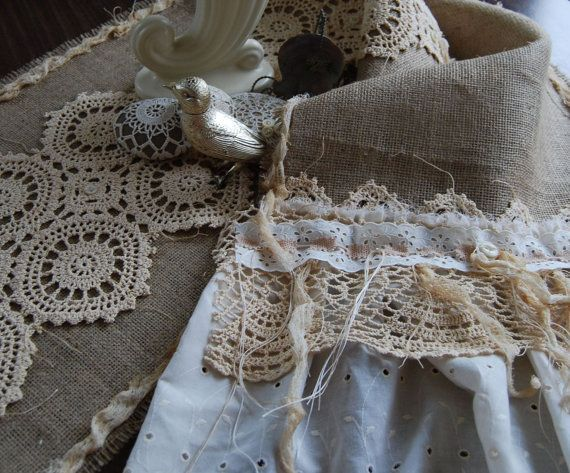 christmas burlap table runners | burlap as the second color? table runner