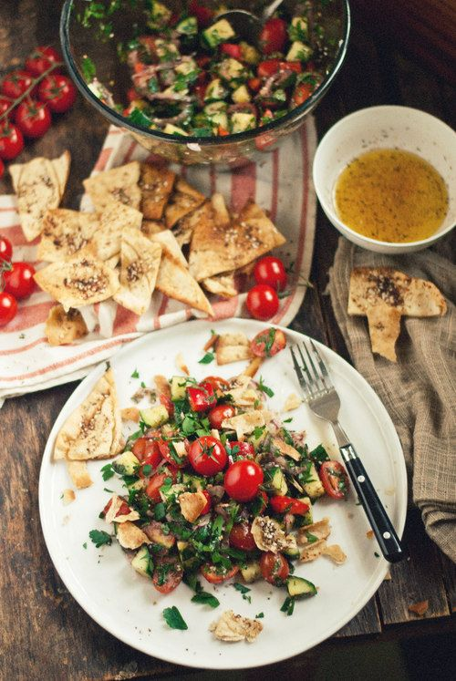 Clean Eating for the Over Indulger [Fattoush Salad with Zaatar Baked Pita Crisps] via The Gouda Life