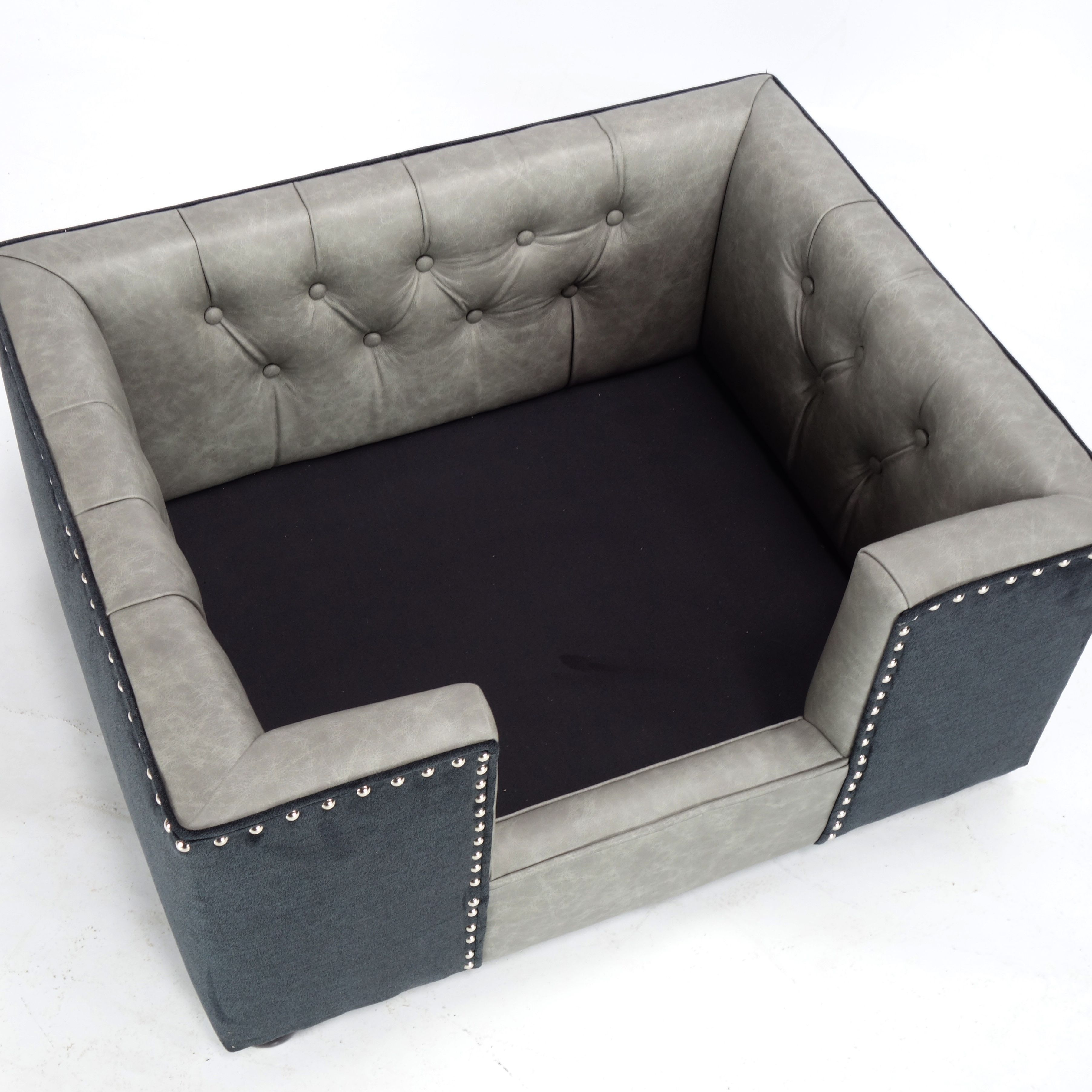 A Luxury Dog Bed Chesterfield With A Buttoned Interior All Hand Made And Upholstered In A The Finest Quality British L Sofa Bed Uk Dog Sofa Bed Luxury Dog Sofa