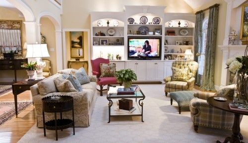 The Formal Living Room Is Comfortable Enough For These Empty Nesters To Enjoy Their Favorite Shows Rea Living Room Formal Living Rooms Traditional Living Room