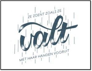 'Ze zoent zoals ze valt, met haar handen vooruit' door Nicolas Van Herck (winnaar van 'de zin van je leven'). Vormgeving door Geertrui Storms.