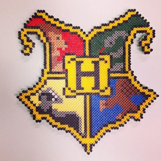 Harry Potter Hogwarts Crest Perler Beads By Ideohobby Harry Potter Interesting Harry Potter Perler Bead Patterns