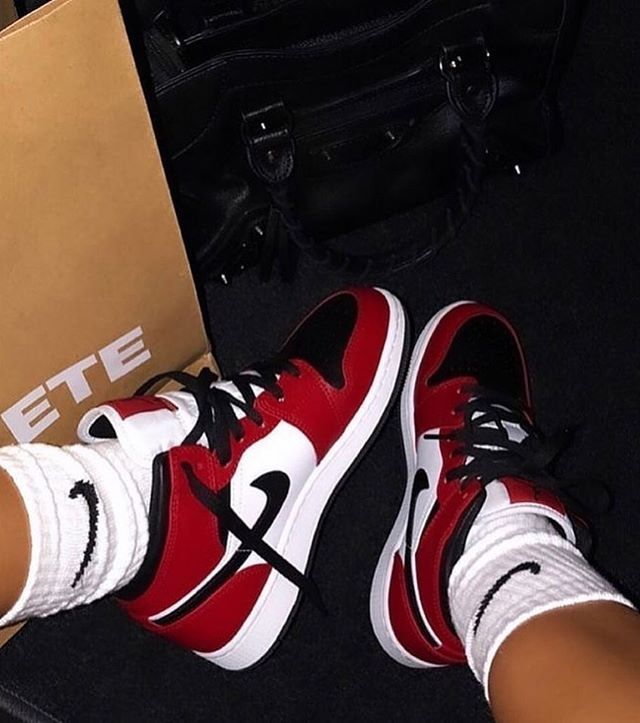 Nike Air Jordan 1 Mid Chicago Toe women shoes snea