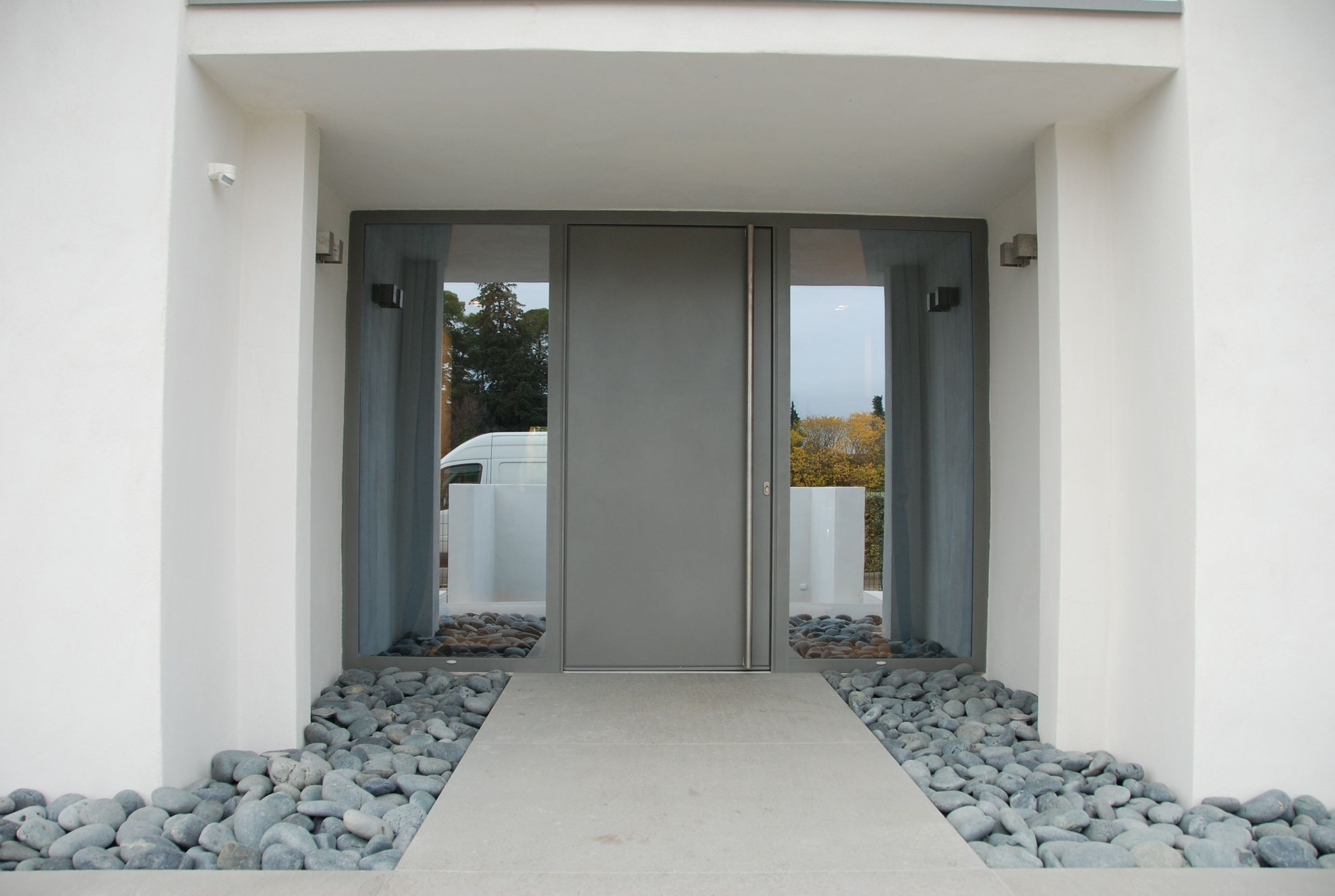 Porte d 39 entr e covermetal villa contemporaine architecte jean michel villot porte d for Porte entree alu contemporaine