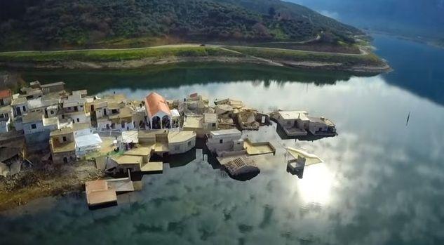 Η ΜΟΝΑΞΙΑ ΤΗΣ ΑΛΗΘΕΙΑΣ: «Αναδύθηκε» εκκλησία που είχε βυθιστεί στα νερά φρ...