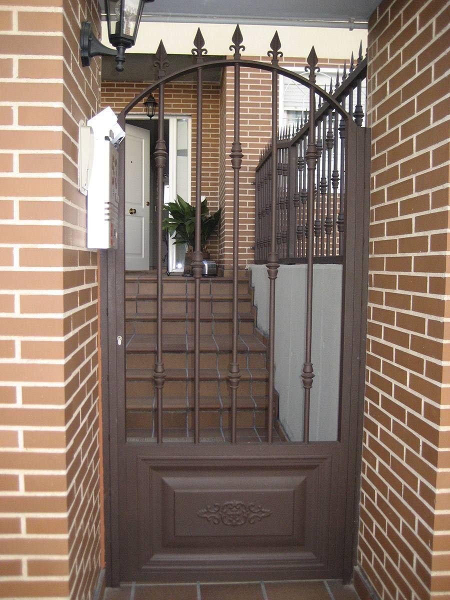 Puertas exteriores casas alerones pinterest puertas for Puertas principales exteriores