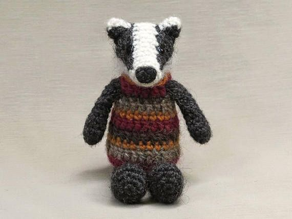 Blossom the Badger amigurumi pattern - Amigurumipatterns.net | 428x570