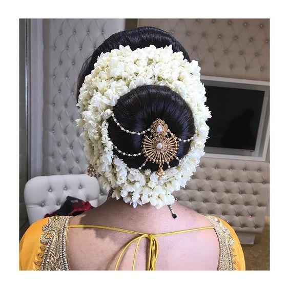Bridal Hair Bun Bride Bridal Bridalhair Jasmine Flower Flowers White Wedding Weddinghair My Bridal Hairdo Indian Bride Hairstyle Bride Headpiece