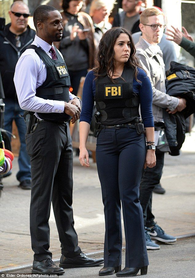Blindspot bts on march 11 rob brown and audrey esparza blindspot robbrown blindspot - Persianas esparza ...