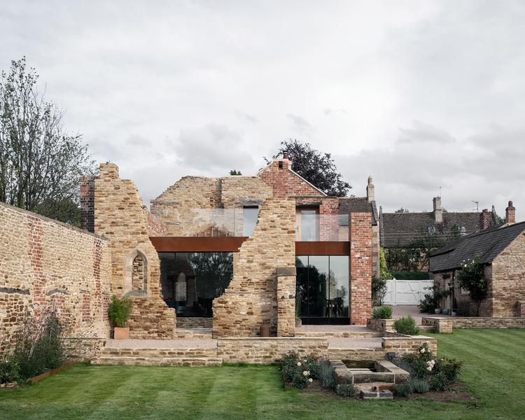 Upcycling: Wohnhaus in historischer Ruine