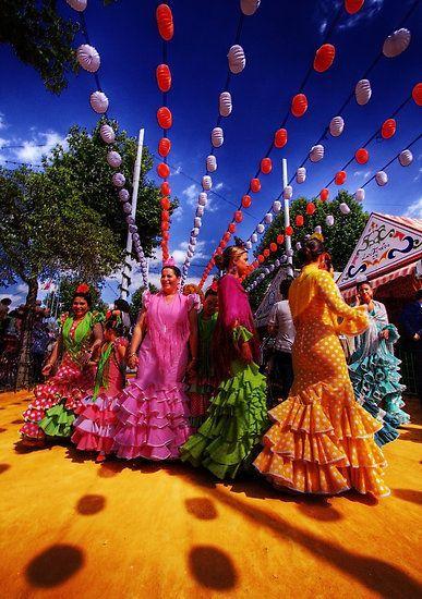 Y Olé Que Nos Vamos A La Feria De Sevilla 2014 Http Vivirenelmundo Com Y Ole Que Nos Vamos La Feria De Sev Feria De Abril Sevilla Feria De Sevilla Sevilla
