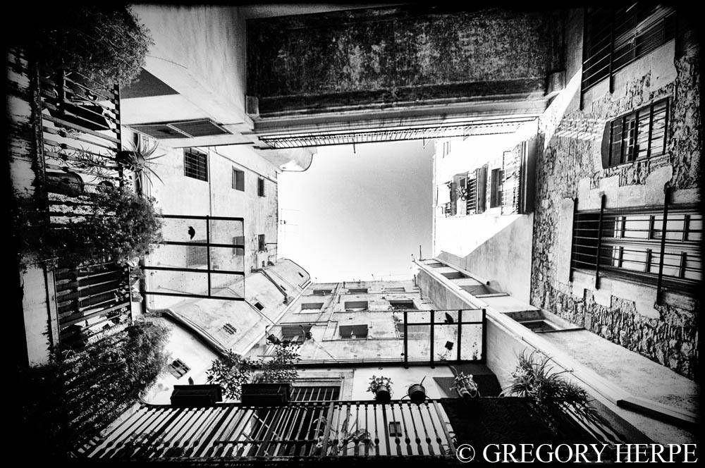 Pieceful Patio, Barcelone, Espagne  www.gregoryherpephoto.com