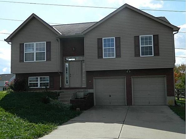 This 3 Bedroom 2 5 Bathroom 2 Car Garage Bi Level Home Has Quite A Bit To Offer New Carpet Throughout And Freshly House Exterior Fenced In Yard Level Homes