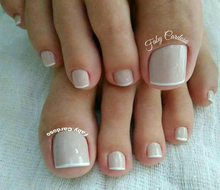 Saiba como combinar o esmalte dos pés com a cor da sandália