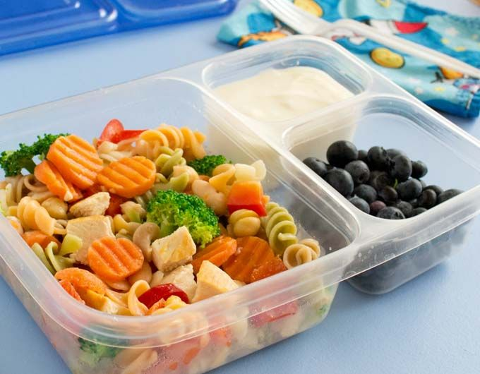 Frozen pasta salad? Yeah. It's so cool (haha!). You freeze cooked pasta, chicken and veggies. For a quick packed lunch, take it out frozen, drizzle with salad dressing and go. It defrosts by lunchtime.
