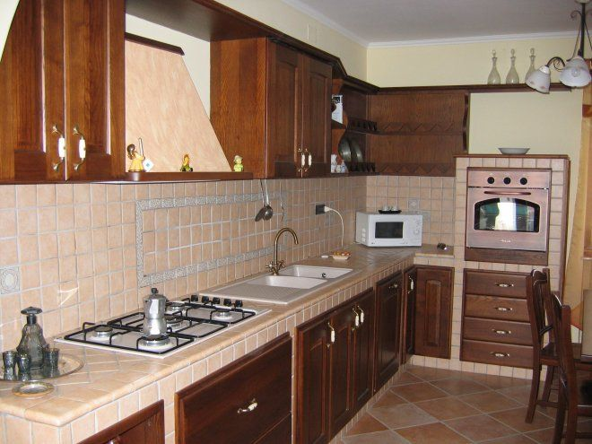 arredare la cucina country cucine in legno naturale mobili ... - Piastrelle Cucina In Muratura